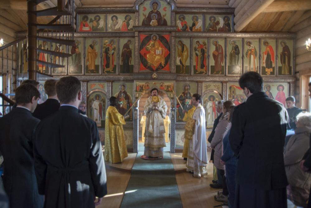 Liturgie avec Mgr Nestor et des paroissiens d'Yerres