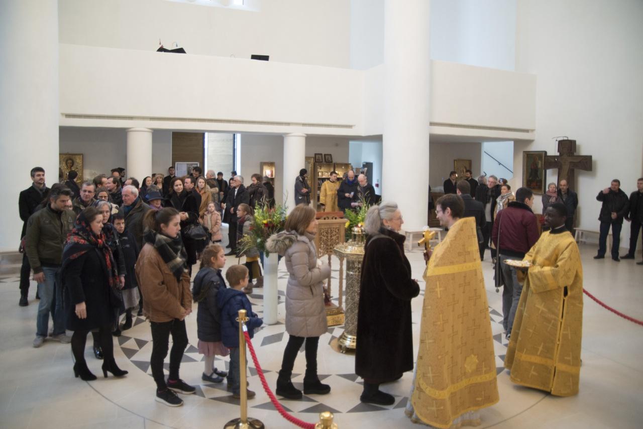 Reportage photographique sur notre première liturgie en français à l'église Sainte-Trinité à Paris